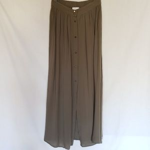 Like new Olive green Forever 21 skirt with buttons
